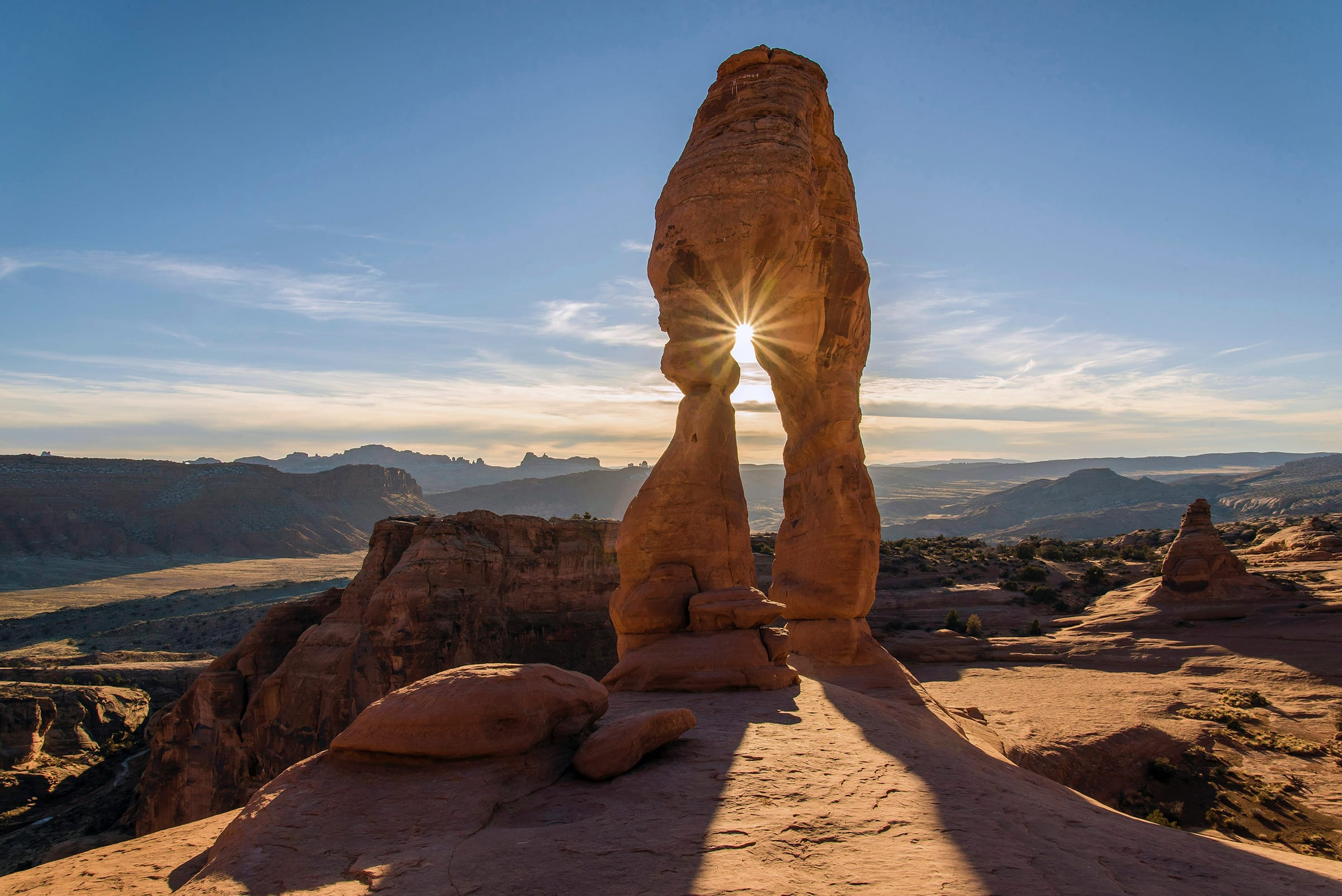 Delicate Arch Trail, United States. Photo by Pedro Lastra, Unsplash.
